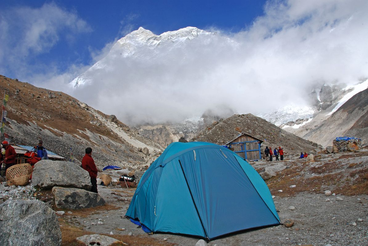 makalu base camp with clouds